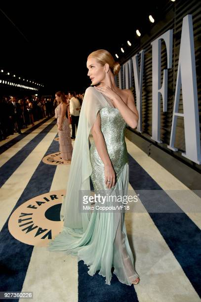 Rosie HuntingtonWhiteley attends the 2018 Vanity Fair Oscar Party hosted by Radhika Jones at Wallis Annenberg Center for the Performing Arts on March...