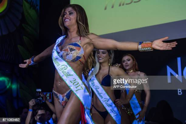 Rosie Oliveira from Amazonas reacts after winning the Miss Bumbum Brazil 2017 pageant in Sao Paulo on November 07 2017 Fifteen candidates are...