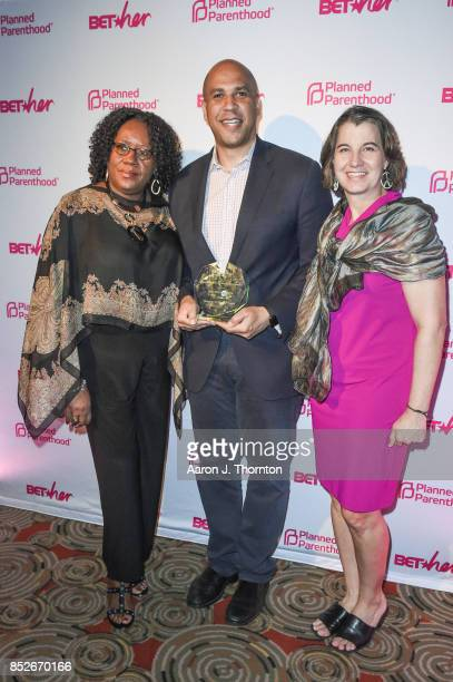 Roslyn RogersCollins Senator Cory Booker and Dawn Laguens pose at the 6th Annual Planned Parenthood Champions of Women's Health Brunch at The...