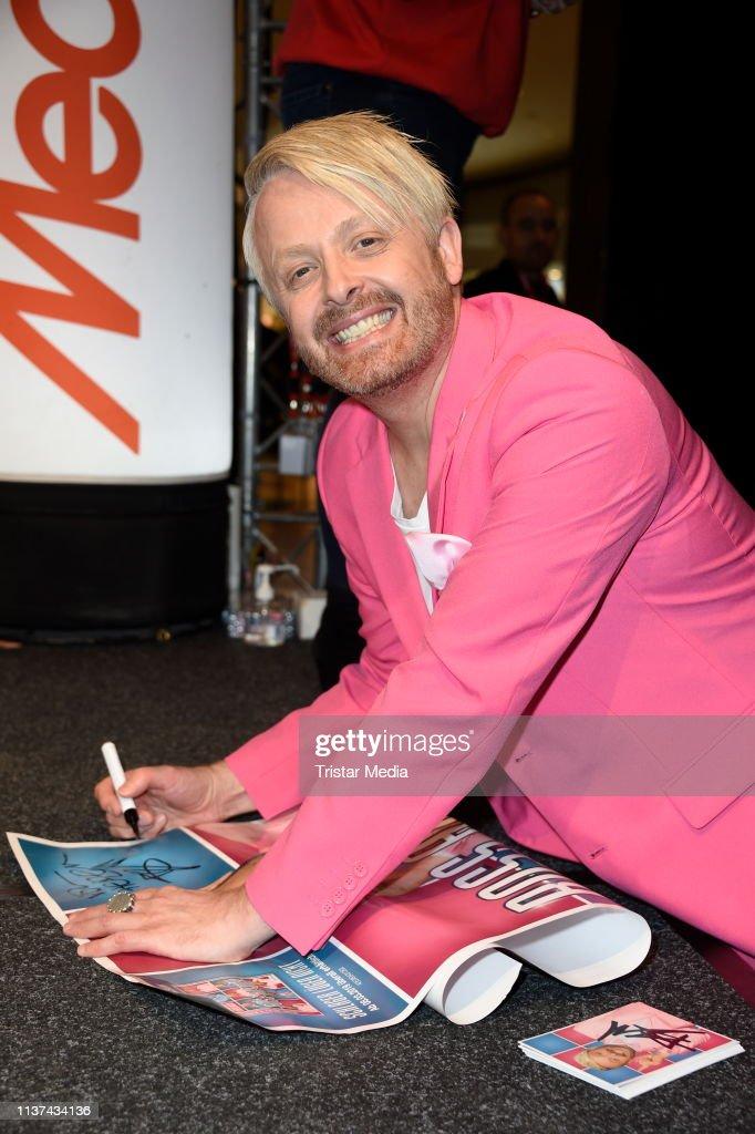 """DEU: Ross Antony Autograph Session During The """"Schlager Luegen Nicht"""" Promo Tour"""
