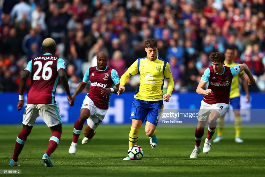 Ross Barkley of Everton battles for the ball with Havard Nordtveit, Andre Ayew and Arthur Masuaku of West Ham United during the Premier League match between West Ham United and Everton at London Stadium on April 22, 2017 in Stratford, England.