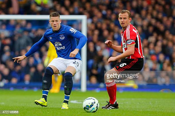 Ross Barkley of Everton is closed down by Lee Cattermole of Sunderland during the Barclays Premier League match between Everton and Sunderland at...