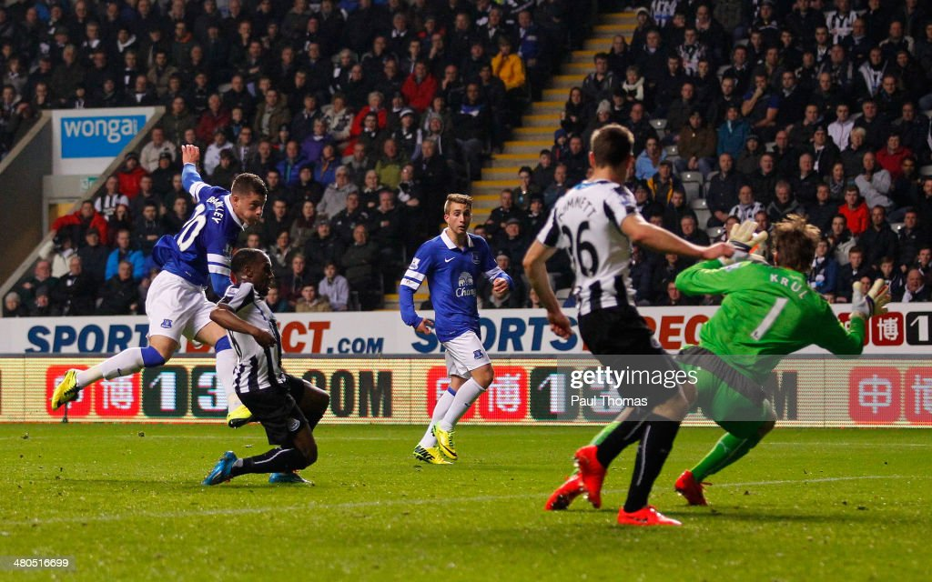 Ross Barkley of Everton scores the opening goal past Tim Krul of Newcastle United during the Barclays Premier League match between Newcastle United and Everton at St James' Park on March 25, 2014 in Newcastle upon Tyne, England.