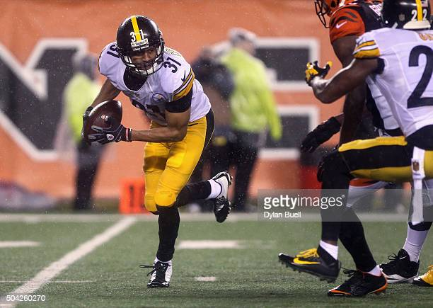 Ross Cockrell of the Pittsburgh Steelers recovers a fumble by Jeremy Hill of the Cincinnati Bengals in the fourth quarter during the AFC Wild Card...