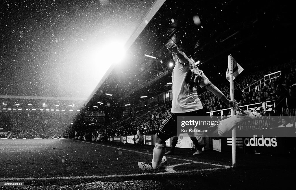 Ross McCormack of Fulham takes a corner during the Sky Bet Championship match between Fulham and Huddersfield Town at Craven Cottage on November 8, 2014 in London, England.