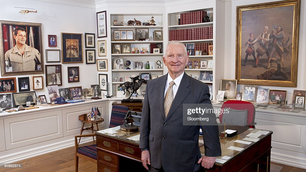 H. Ross Perot, co-founder and chairman emeritus of Perot Systems Corp., stands for a photo in his office in this file photo taken on Sept. 28, 2008. Dell Inc. agreed to buy Perot Systems Corp. for $3.9 billion, undertaking its biggest purchase to compete with International Business Machines Corp. and Hewlett-Packard Co. in computer services.