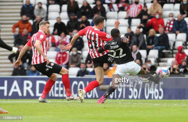 Ross Stewart of Sunderland scores the opening goal during the Sky Bet League One Play-off Semi Final 2nd Leg match between Sunderland and Lincoln...
