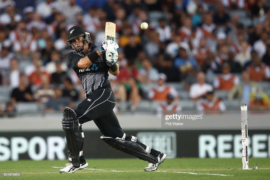 T20 Tri Series Final - New Zealand v Australia : News Photo