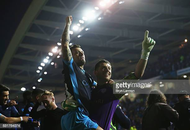 Ross Wallace and Keiren Westwood of Sheffield Wednesday celebrate with team mates after the Sky Bet Championship Play Off semi final second leg match...