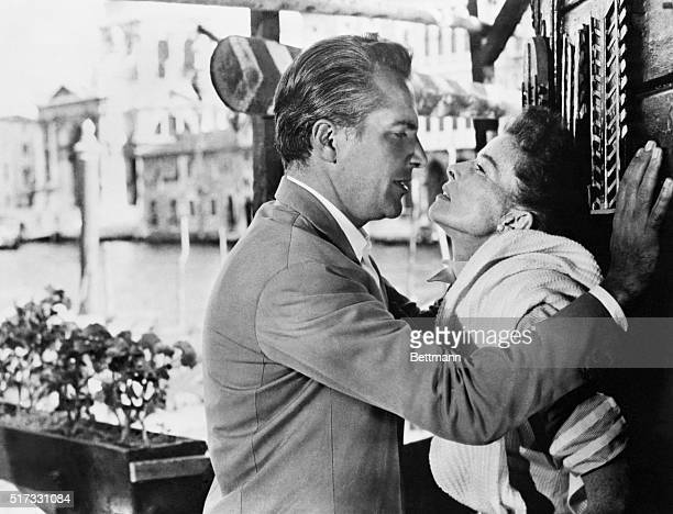 Rossano Brazzi and Katharine Hepburn in an amorous confrontation in the film Summertime film on location in Venice 1956 Movie still