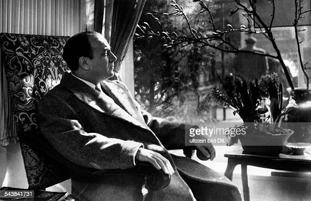 Rossi Tino Actor Singer France* Portrait Photographer Charlotte Willott 1951Vintage property of ullstein bild