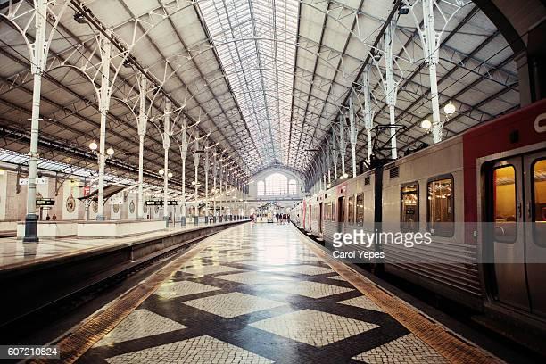rossio central station,lisbon - ロッシオ広場 ストックフォトと画像