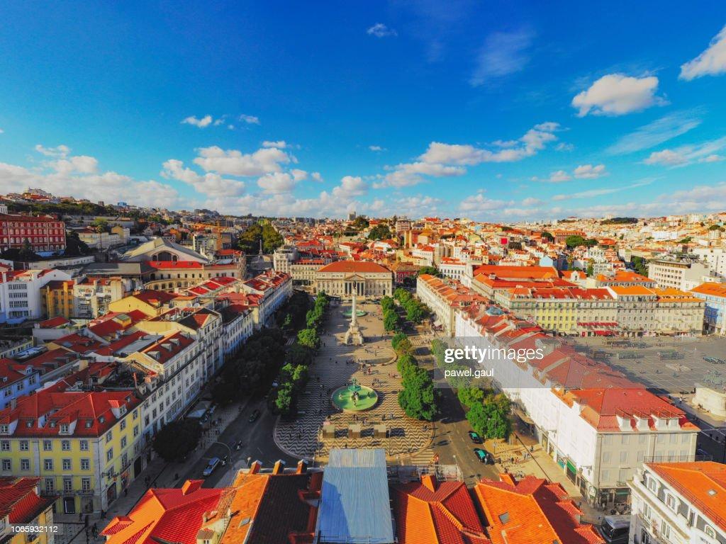 ロシオ広場景観リスボン ポルトガル航空 : ストックフォト