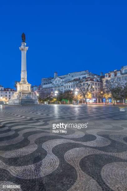 rossio square dawn - ロッシオ広場 ストックフォトと画像
