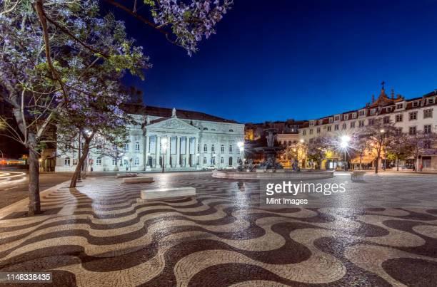 rossio square illuminated at night, lisbon, portugal - ロッシオ広場 ストックフォトと画像