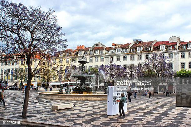 rossio square, lisbon - ロッシオ広場 ストックフォトと画像