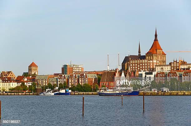 Rostock, Blick ueber die Unterwarnow zur Stadt mit Marienkirche und Nikolaikirche
