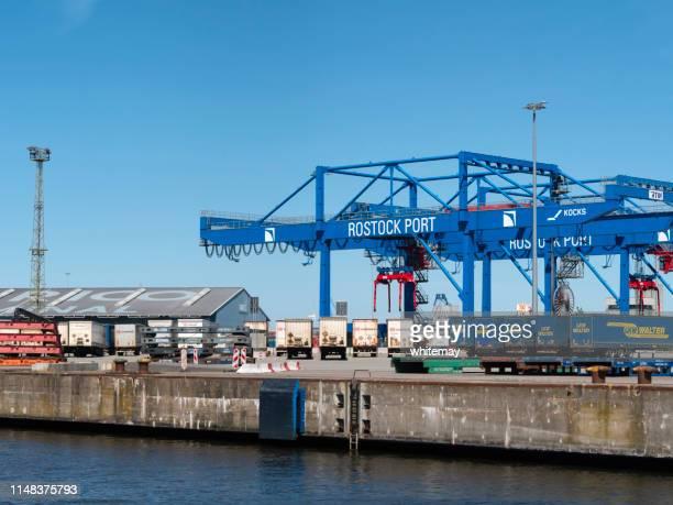 rostock port quayside, rio warnow, alemanha - rostock - fotografias e filmes do acervo