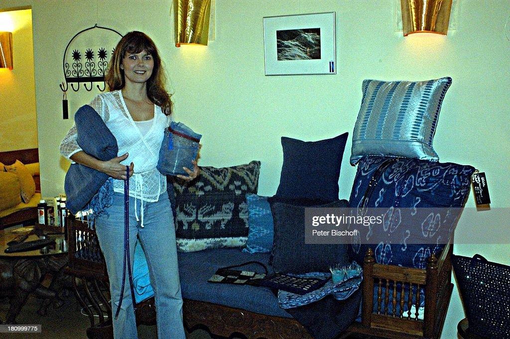 Roswitha Schreiner, 18.05.2003, Geschäft 'Klung Kung', indonesis : News Photo