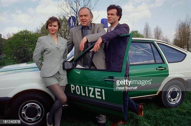 Roswitha Schreiner Martin Lüttge Klaus Behrendt Dreharbeiten zum ARDKrimi Tatort Schauspielerin Schauspieler PolizeiAuto Promis Prominenter Prominente