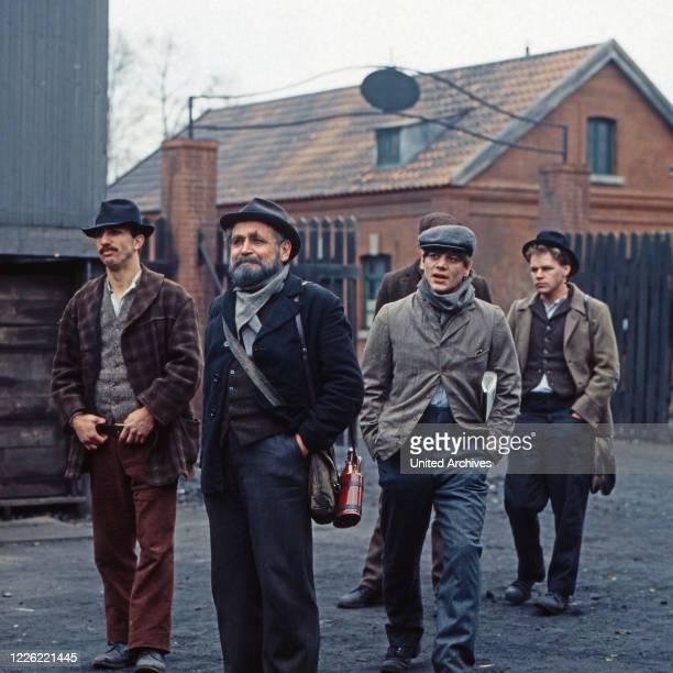 """Rote Erde, Fernsehserie, Deutschland 1983, Folge: """"Kampf ums Überleben"""", Darsteller: Horst Ch Beckmann, Ralf Richter, Dominic Raacke, Claude Oliver..."""