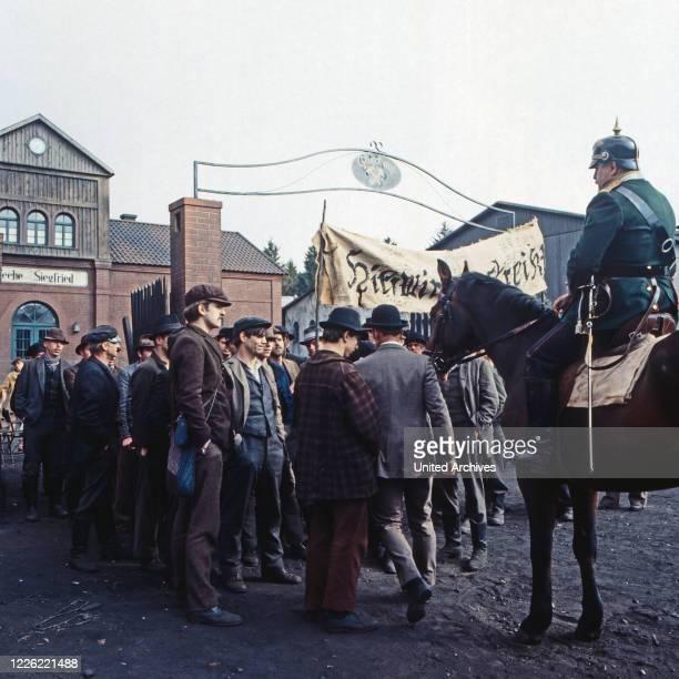 """Rote Erde, Fernsehserie, Deutschland 1983, Folge: """"Kampf ums Überleben"""", Szenenfoto Streik"""