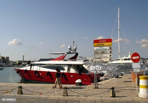 Rote Yacht Ibiza-Hafen, Ibiza-Stadt, Insel Ibiza, Balearen, Spanien, Europa, Boot, Reise, AS, DIG; P.-Nr.: 663/2010, ;