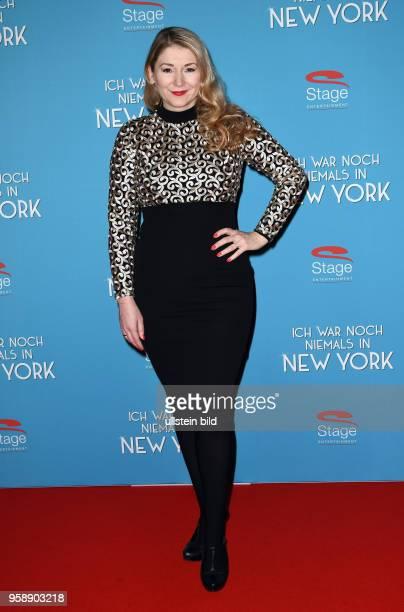 Roten Teppich zur Premiere von Ich war noch niemals in New York am 19 Januar 2017 im Stage Theater an der Elbe Sandra Quadflieg Schauspielerin