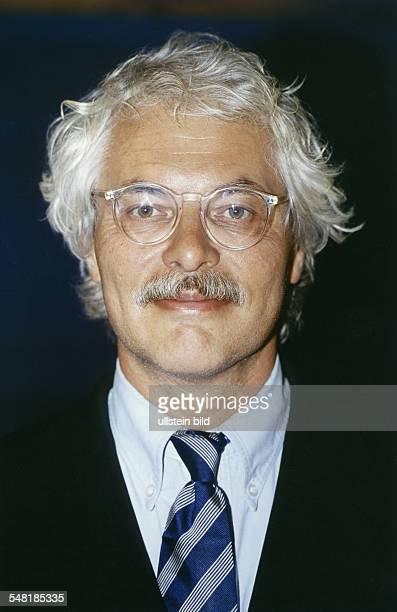 Roth Thomas * Fernsehjournalist D Leiter des ARDHauptstadtstudios 2002April 2007 Leiter des ARDStudios in New York seit Dez 2008 Portrait 2000
