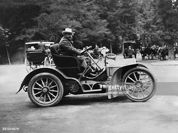 Rothschild Henri de*18721946Physician Writer France in his car Published by vermutlich 'Berliner Illustrirte Zeitung' 1907Vintage property of...