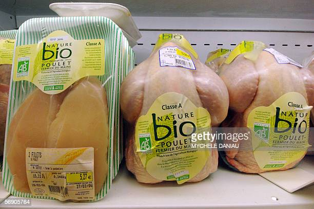 Biological freerange chickens are displayed in a supermarket in Rots Western France 22 February 2006 European veterinary experts resumed talks totday...