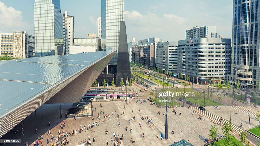 Rotterdam central station and Weena Avenue : Stockfoto