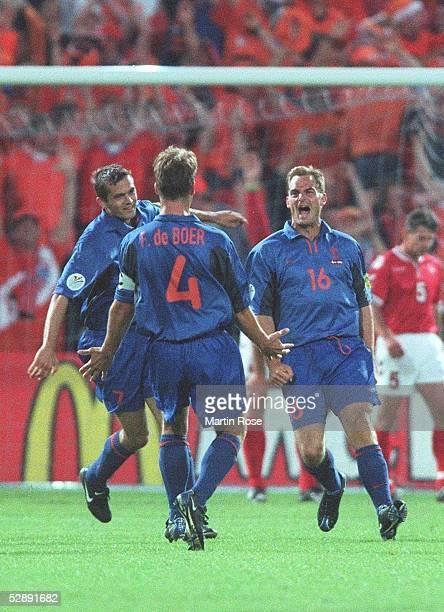 EURO 2000 Rotterdam DAENEMARK NIEDERLANDE 03 JUBEL Phillip COCU Frank DE BOER und Ronald DE BOER/HOL