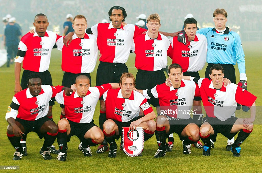 FUSSBALL: UEFA POKAL 01/02, FINALE, FEYENOORD ROTTERDAM : News Photo
