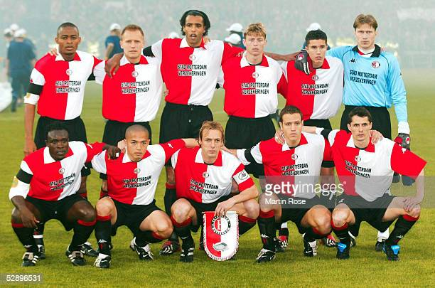 FINALE 2002 Rotterdam FEYENOORD ROTTERDAM BORUSSIA DORTMUND 32 FEYENOORD ROTTERDAM/TEAM/MANNSCHAFTSFOTO hinten vl Bonaventure KALOU Tomasz RZASA...