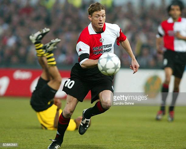 FINALE 2002 Rotterdam FEYENOORD ROTTERDAM BORUSSIA DORTMUND 32 FEYENOORD ROTTERDAM UEFA CUP SIEGER 2002 Jon Dahl TOMASSON/FEYENOORD