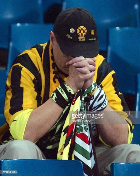 FINALE 2002 Rotterdam FEYENOORD ROTTERDAM BORUSSIA DORTMUND 32 FEYENOORD ROTTERDAM UEFA CUP SIEGER 2002 ENTTAEUSCHUNG DORTMUND FAN