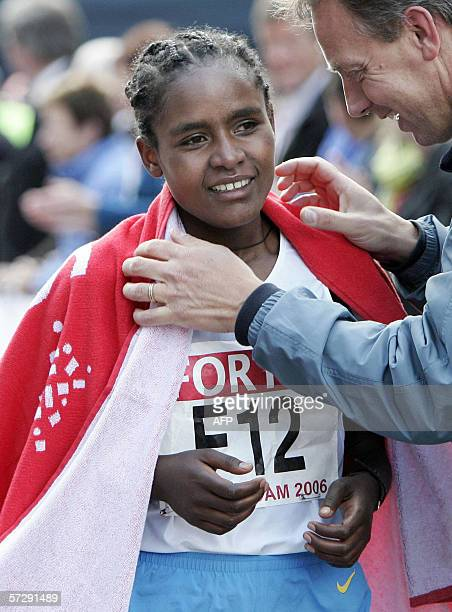 Ethiopia's Mindaye Gishu celebrates after winning the Women's Rotterdam Marathon 09 April 2006 AFP PHOTO/ANP/KOEN SUYK NETHERLANDS OUT
