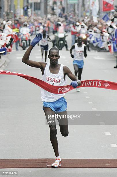 Sammy Korir from Kenya wins the Rotterdam Marathon 09 April 2006 Korir's fellow countryman Paul Kiprop came second AFP / ANP PHOTO KOEN SUYK...