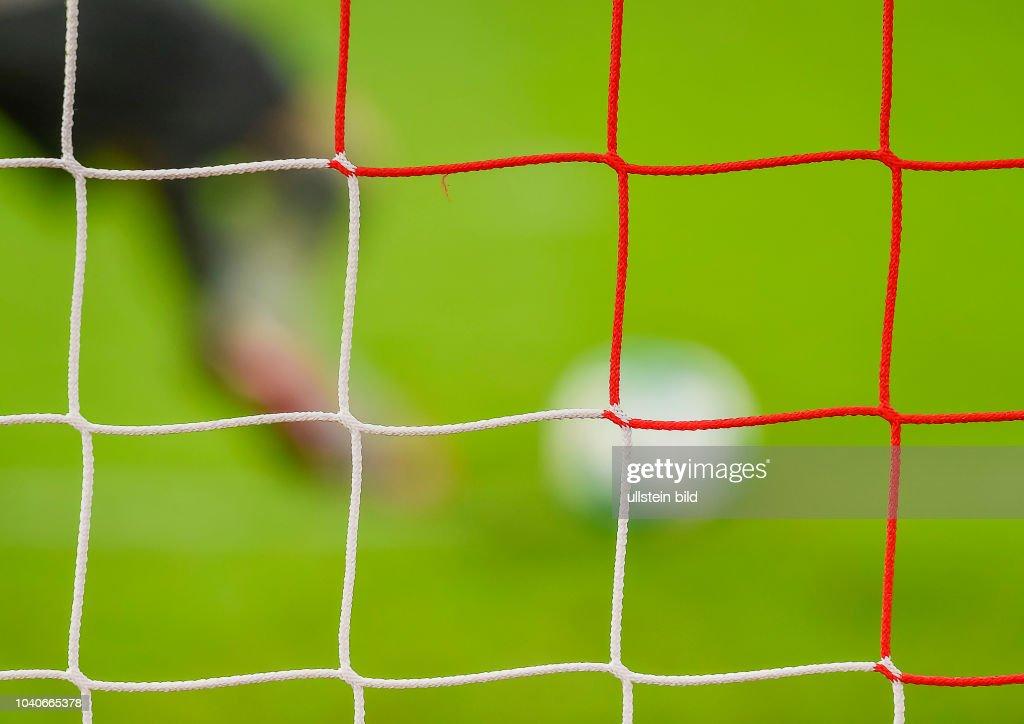 Rot Weisses Tornetz Im Hintergrund Beine Und Ball Waehrend