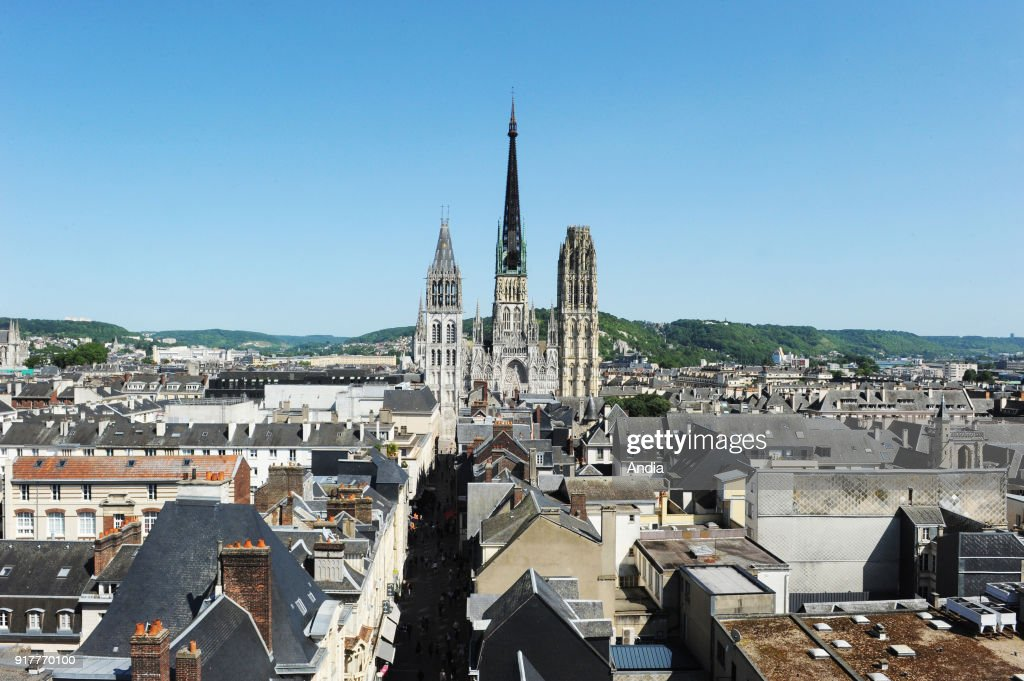 The 'rue du Gros Horloge' street in the town centre and Rouen Cathedral. : News Photo