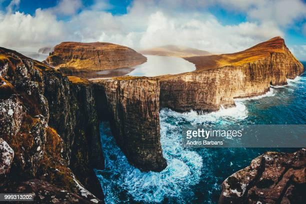 rough - islas faroe fotografías e imágenes de stock