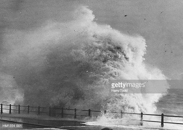 rough sea - tsunami stock pictures, royalty-free photos & images