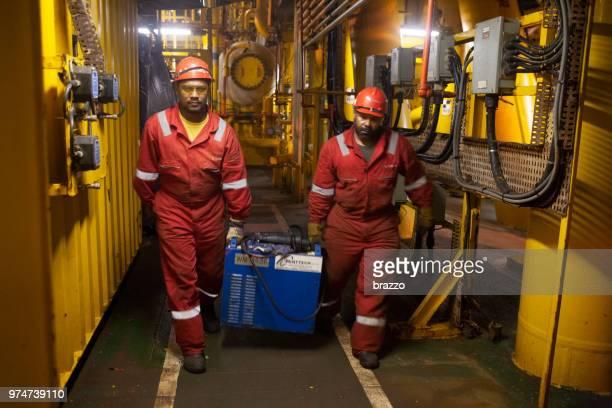 Roughnecks on drilling rig