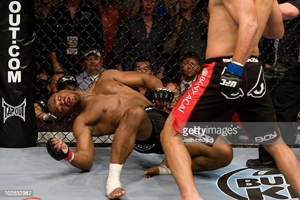 Lyoto Machida def Rashad Evans KO 357 round 2 during UFC 98 at MGM Grand Arena on May 23 2009 in Las Vegas Nevada