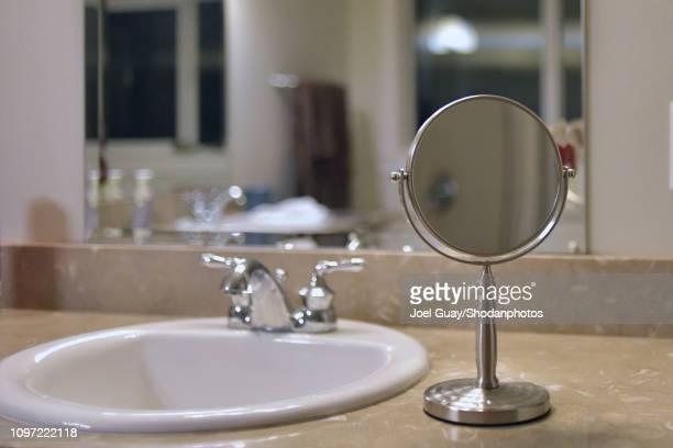 round bathroom mirror 2 - specchietto foto e immagini stock