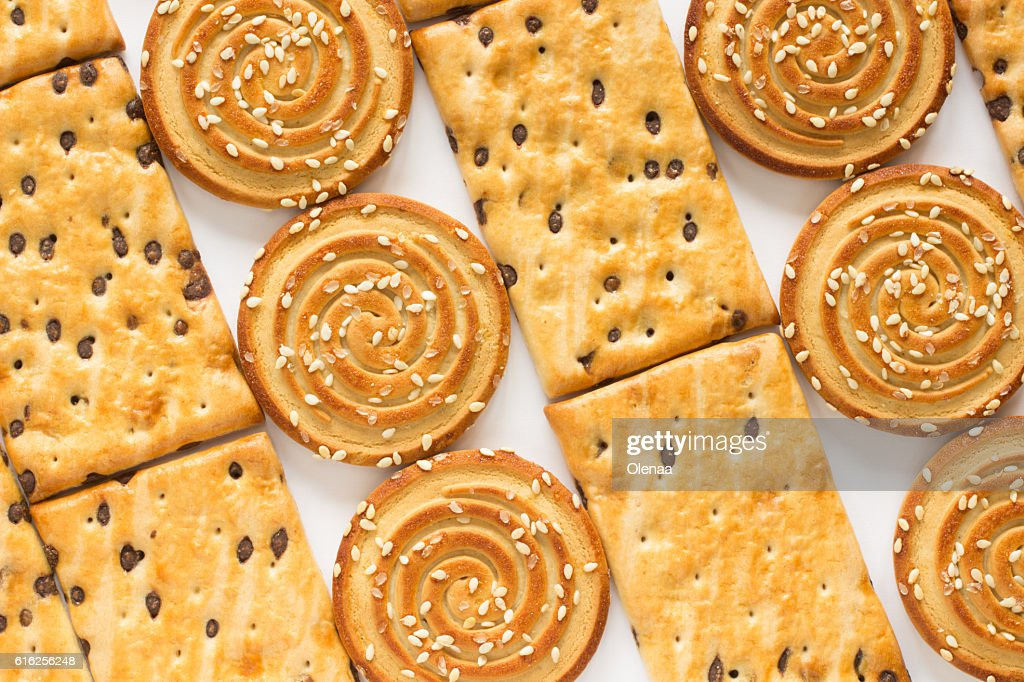 Round cookies with sesame seeds and Cookies with chocolate. Top : Foto de stock