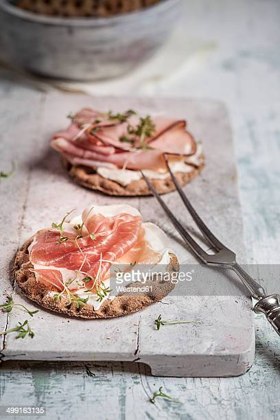 Round crispbreads, cream cheese, cooked ham, gammon and cress