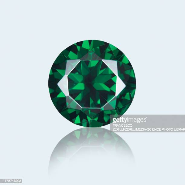 round cut emerald - emerald gemstone stock pictures, royalty-free photos & images