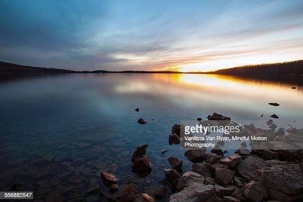 round valley reservoir - vanessa van ryzin stock-fotos und bilder